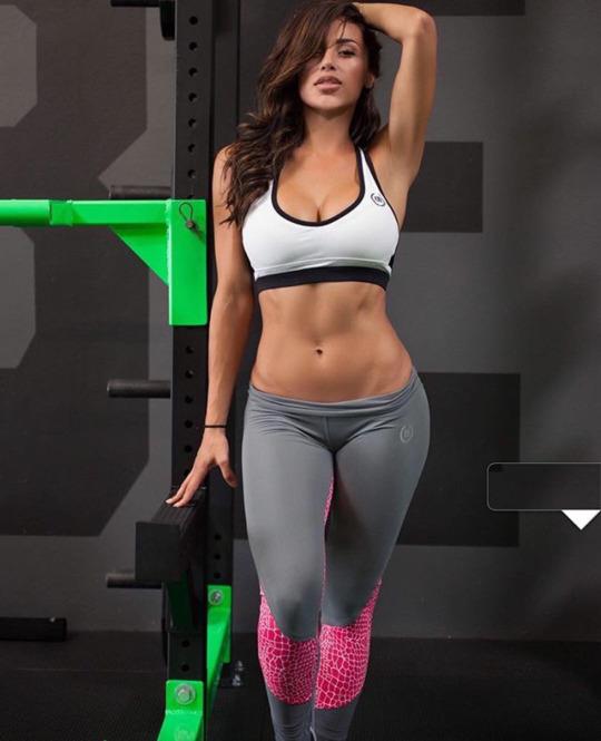 Motivación sexy para continuar entrenando en el gimnasio - Yoga Pants
