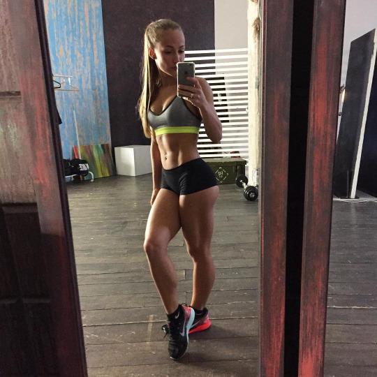 Motivación sexy para continuar entrenando en el gimnasio - Gym Selfie