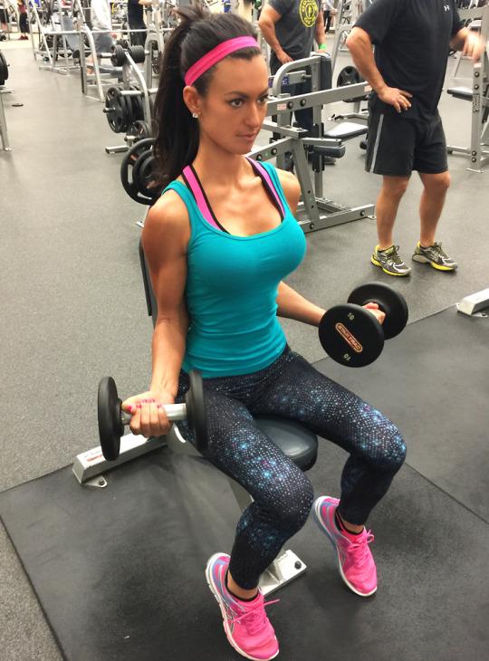 Motivación sexy para continuar entrenando en el gimnasio - Ejercicios Pesas para Mujer