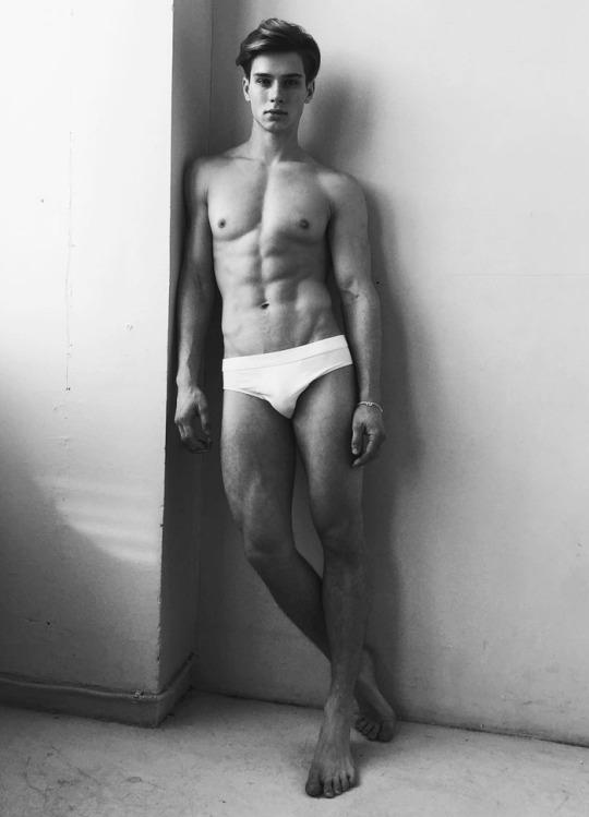 Músculos marcados y definidos la meta de los hombres fitness - Sexy fitness