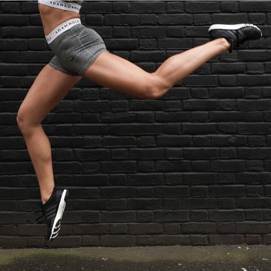 Las chicas del gym entrenan más duro que tu - Yoga Pants