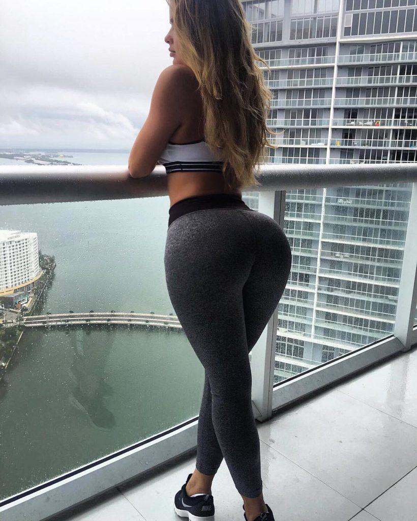 Las chicas del gym entrenan más duro que tu -Glúteos