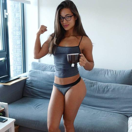 Las chicas del gym entrenan más duro que tu - Fuerte