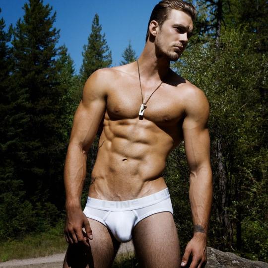 Las mejores fotos de los hombres fitness para empezar el año - Abdomen marcado