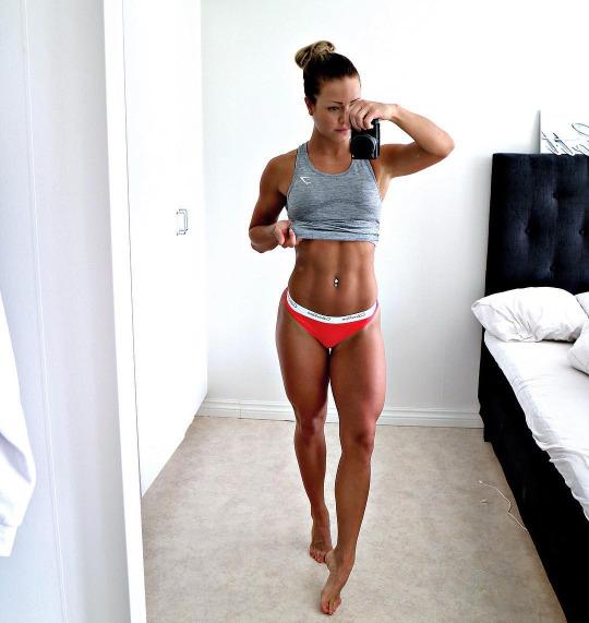 Inicia el año con las chicas del gym y su motivación - Abdomen