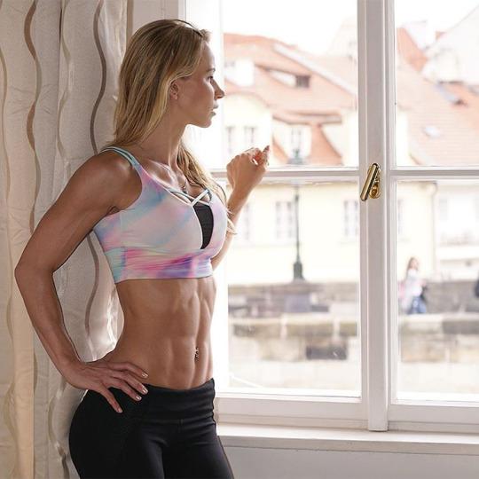 Inicia el año con las chicas del gym y su motivación - Abs