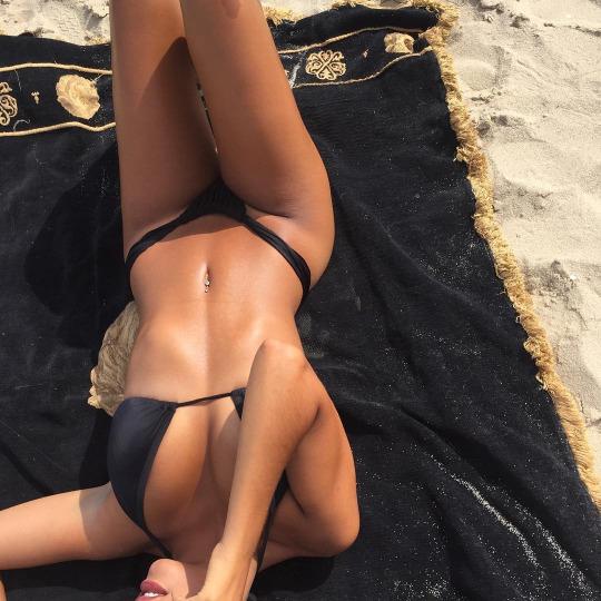 Viernes por la tarde con actitud random - Bikini Sexy