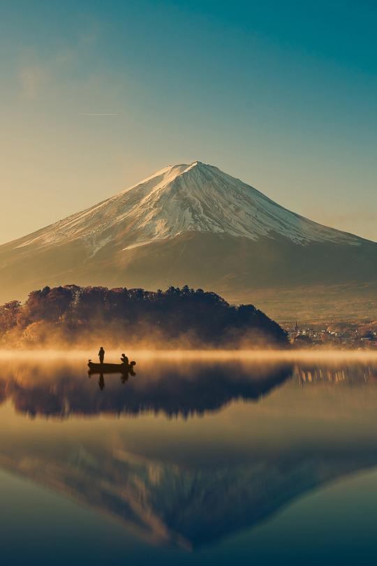 De viaje - Mount fuji at Lake kawaguchiko,Sunrise , vintage