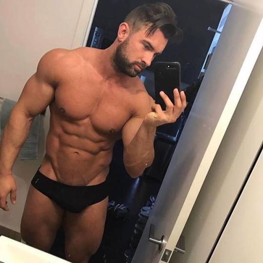 Chicos sexys del gym para motivarte