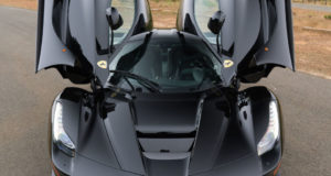 Ferrari LaFerrari en color negro es simplemente impresionante