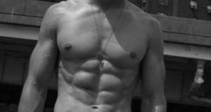 Dedicación, motivación y disciplina con los hombres fitness
