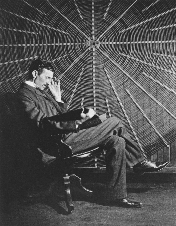 7 Pensamientos de Nikola Tesla para una mejor vida