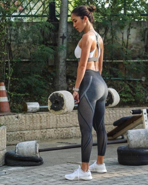 Tenemos lo más hot del gimnasio en miércoles de chicas del gym