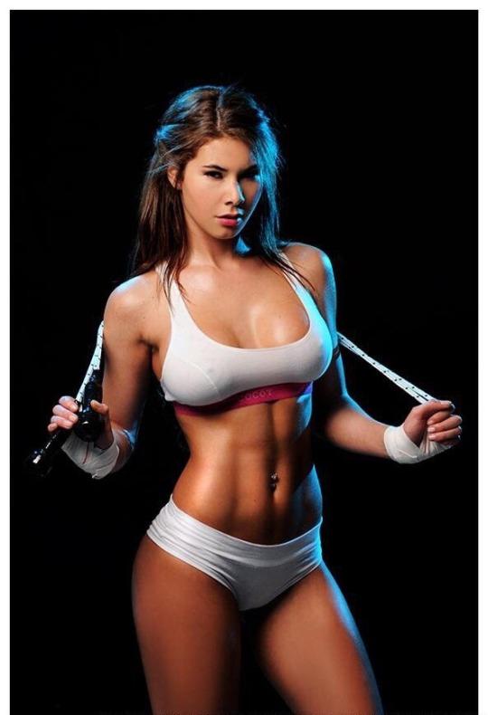 Las chicas del gimnasio están aquí para entrenar contigo ¿te animas?