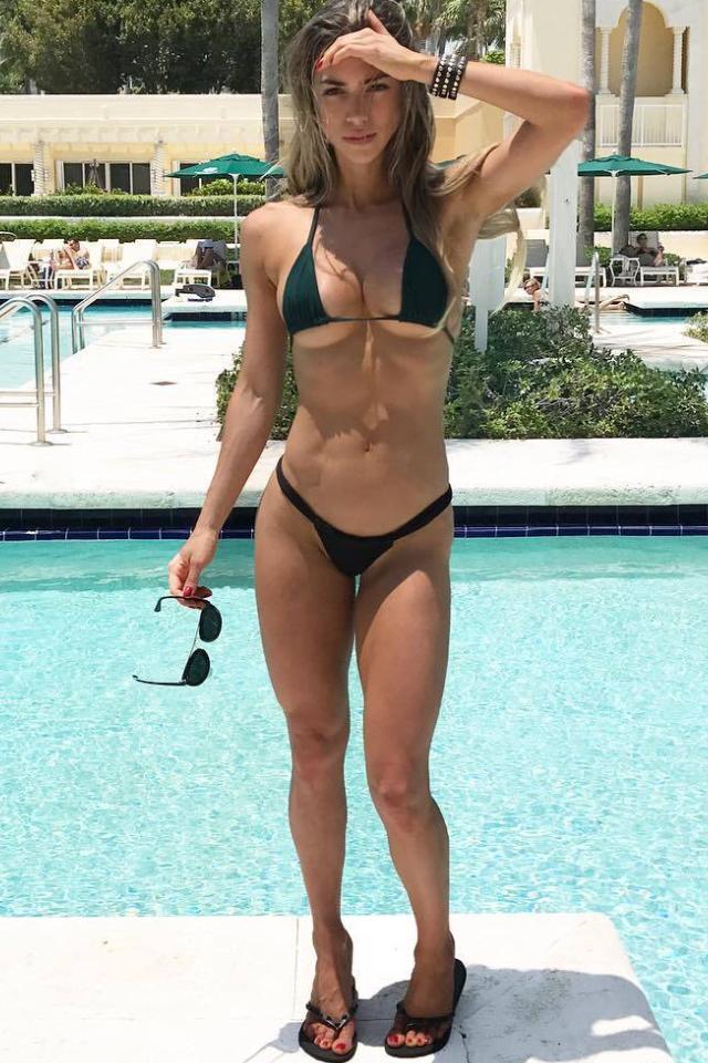 Anllela Sagra, Bikini