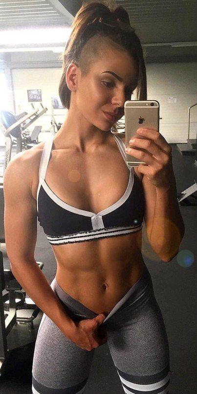 El ejercicio siempre vale la pena con las chicas del gimnasio